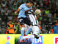 MEDELLÍN -COLOMBIA-20-12-2015. Marlos Moreno (Der) jugador de Atlético Nacional salta por el balón con Juan Guillermo Dominguez (Izq) jugador de Atlético Junior durante partido de vuelta de la final de la Liga Aguila II 2015 entre Atlético Nacional y Atlético Junior jugado en el estadio Atanasio Girardot de la ciudad de Medellín. / Marlos Moreno (R) player of Atletico Nacional jumps for the ball with Juan Guillermo Dominguez (L) player of Atlético Junior during second leg match of the final of Aguila League II 2015 between Atletico Nacional and Atletico Junior played at Atanasio Girardot stadium in Medellin city. Photo: VizzorImage/ Felipe Caicedo / Staff