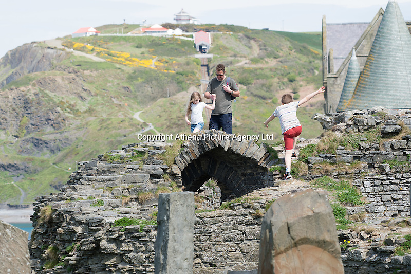 Aberystwyth Wales Uk, Sunday 08 May 2016<br /> Pictured: A family explore the ruins of Aberystwyth castle <br /> UK Weather : As temperatures reach the upper 20's centigrade in parts of Britain, people enjoy the warm May sunshine in Aberystwyth on the Cardigan Bay coast in West Wales.
