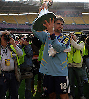 Houston Dynamo goalkeeper (18) Pat Onstad shows the Alan I. Rothenberg Trophy to the fans after the game. The Houston Dynamo defeated the New England Revolution 2-1 in the finals of the MLS Cup at RFK Memorial Stadium in Washington, D. C., on November 18, 2007.
