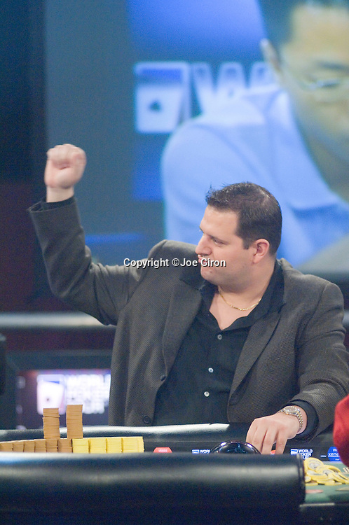 Jason Sagle reacts to taking a pot from Lam.