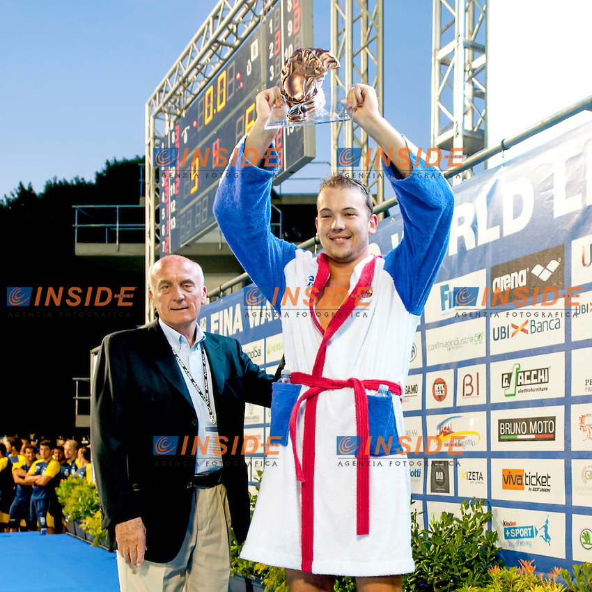 Dusan Mandic Serbia best Player  given by Gianni Lonzi FINA TWPC<br />