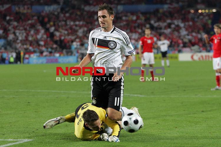 UEFA Euro 2008 Group B Match 20 Wien - Ernst-Happel-Stadion. &Ouml;sterreich ( AUT ) - Deutschland ( GER ) 1:0. <br /> Miroslav Klose ( Germany / Angreifer / Forward / Bayern Muenchen #11 ) (oben) im Zweikampf mit J&uuml;rgen Macho ( Juergen ) ( Austria / Torh&uuml;ter / Goalkeeper / AEK Athen #21 ) (unten).<br /> Foto &copy; nph (  nordphoto  )