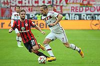 Franck Ribery (Bayern) setzt sich gegen Marc Stendera (Eintracht) durch vor dem 0:1 - Eintracht Frankfurt vs. FC Bayern München, Commerzbank Arena