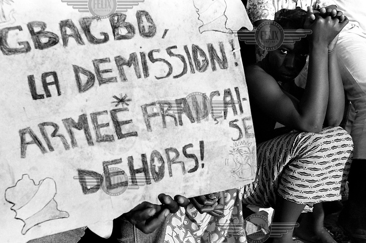 © Sven Torfinn / Panos Pictures..Ivory Coast, Bouake, October 2002..Three weeks after an uprising by rebel soldiers from the national army, their attempted coup appeared to have failed, but they had taken control of the northern half of the country. Fierce fighting had left hundreds of people dead and up to 150,000 people had become displaced...Citizens of Bouake demonstrating in support of the rebels and against the Ivorian government, demanding that President Gbagbo and the French army leave the country.