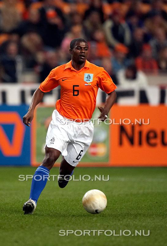 Nederland, Amsterdam, 1 maart 2006.Oefeninterland .Nederland-Ecuador .George Boateng van Nederland in actie met bal.
