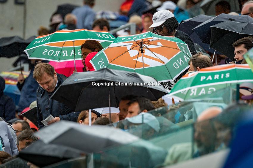 Paris, France, 01 June, 2018, Tennis, French Open, Roland Garros, Rain at Suzanne Lenglen court<br /> Photo: Henk Koster/tennisimages.com