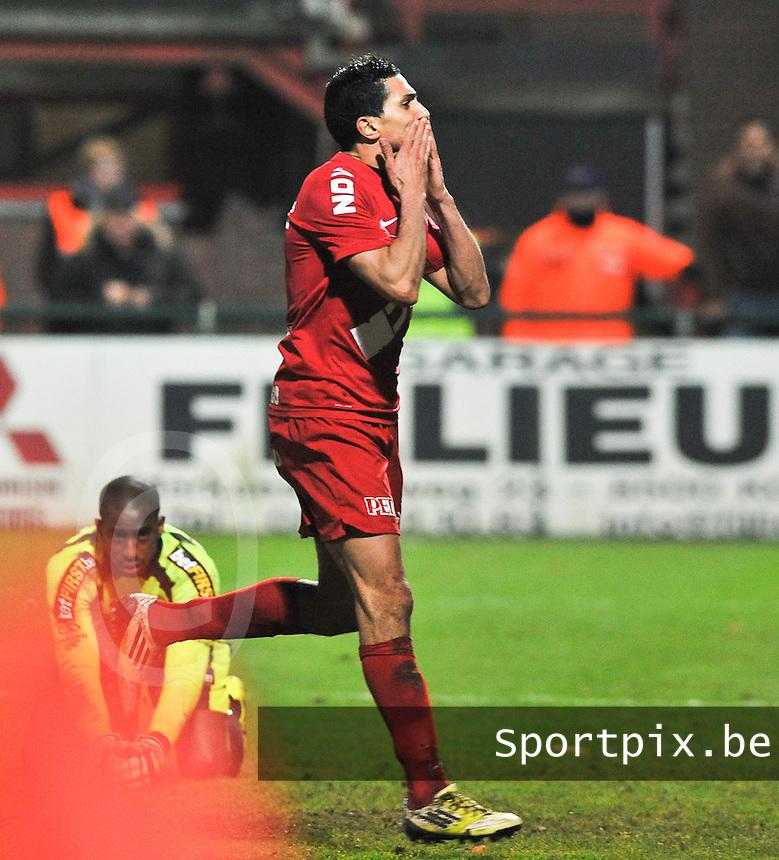 KV Kortrijk - Sporting Lokeren : Mustapha Oussalah scoort de 2-2 gelijkmaker.foto VDB / BART VANDENBROUCKE