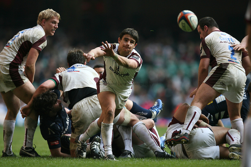 Photo: Rich Eaton...Sale Sharks v Leicester Tigers. EDF Energy Cup. 24/03/2007. Harry Ellis passes for Leicester