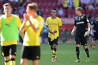 Fussball  1. Bundesliga  Saison 2013/2014   FC Augsburg - Borussia Dortmund      10.08.2013  Pierre-Emerick Aubameyang (Mitte, Borussia Dortmund) und Torwart Mitchell Langerak (re, Borussia Dortmund) nach dem Spiel