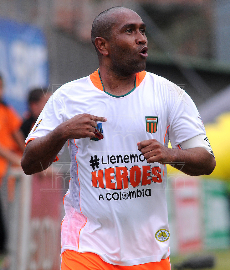 ENVIGADO- COLOMBIA -30-03-2014: Neider Morantes jugador de Envigado FC celebra el gol anotado al Itagüi durante  partido Envigado FC y Itagüi por la fecha 13 de la Liga Postobon I 2014 en el estadio Polideportivo Sur de la ciudad de Envigado./  Neider Morantes player of Envigado FC celebrates a scored goal to Itagüi during a match Envigado FC and Itagüi for the date 13 th of the Liga Postobon I 2014 at the Polideportivo Sur stadium in Envigado city. Photo: VizzorImage / Luis Rios / Str.