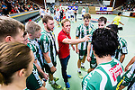 Stockholm 2014-09-18 Handboll Elitserien Hammarby IF - IFK Sk&ouml;vde :  <br /> Hammarbys tr&auml;nare Kalle Matsson under en timeout med Hammarbys spelare i matchen mot Sk&ouml;vde<br /> (Foto: Kenta J&ouml;nsson) Nyckelord:  Eriksdalshallen Hammarby HIF HeIF Bajen IFK Sk&ouml;vde tr&auml;nare manager coach timeout