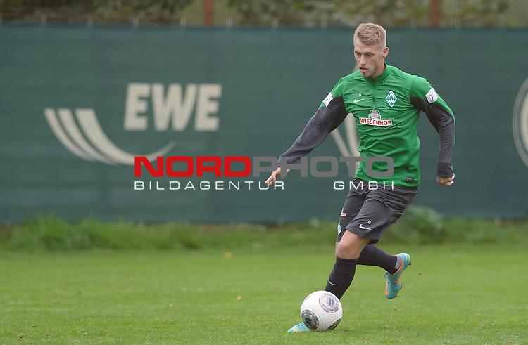 24.09.2013, Trainingsgelaende, Bremen, GER, 1.FBL, Training Werder Bremen, im Bild Aaron Hunt (Bremen #14)<br /> <br /> Foto &copy; nph / Frisch