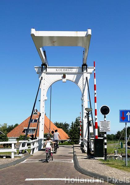 Nederland Stavoren- 2017.  Straatbeeld in het historische centrum van Stavoren.  De Koebrug.   Foto Berlinda van Dam / Hollandse Hoogte