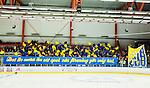 Huddinge 2015-09-20 Ishockey Division 1 Huddinge Hockey - S&ouml;dert&auml;lje SK :  <br /> S&ouml;dert&auml;ljes supportrar med ett tfio och banderoll med texten &quot;Det &auml;r mera &auml;n ett et spel, v&aring;r f&ouml;rening g&ouml;r mig hel&quot; inf&ouml;r matchen mellan Huddinge Hockey och S&ouml;dert&auml;lje SK <br /> (Foto: Kenta J&ouml;nsson) Nyckelord:  Ishockey Hockey Division 1 Hockeyettan Bj&ouml;rk&auml;ngshallen Huddinge S&ouml;dert&auml;lje SK SSK supporter fans publik supporters