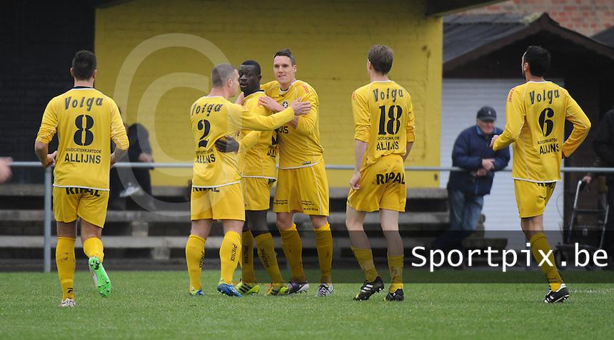 WS Lauwe - Geluwe  : <br /> juichende spelers van WS Lauwe na de 1-0 van Aliou Lamah<br />   Foto VDB / Bart Vandenbroucke