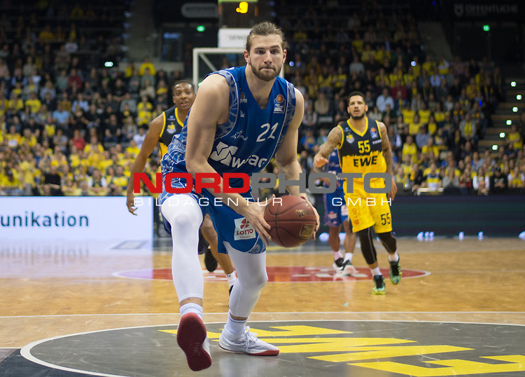 11.02.2020, EWE Arena, Oldenburg, GER, easy Credit-BBL, EWE Baskets Oldenburg vs Fraport Skyliners Frankfurt, im Bild<br /> Leon KRATZER (Fraport Skyliners Frankfurt #21 ) Justin SEARS (EWE Baskets Oldenburg #5 ) Tyler LARSON (EWE Baskets Oldenburg #55 )<br /> Foto © nordphoto / Rojahn