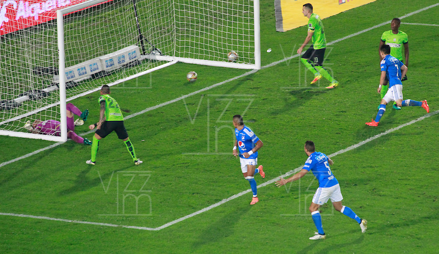 BOGOTA -COLOMBIA, 27-11-2016.Ayron Del Valle  jugador de Millonarios convierte su gol contra el Atlético Nacional   durante encuentro  por llos cuartos de final ida de la Liga Aguila II 2016 disputado en el estadio Nemesio Camacho El Campín./ Ayron Del Valle player of Millonarios scores his goal against  of Atletico Nacional   during match for the final quarters date  of the Aguila League II 2016 played at Nemesio Camacho El Campin stadium . Photo:VizzorImage / Felipe Caicedo  / Staff