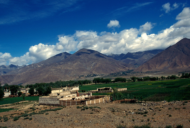 Landscape west of Tsedang, Tibet, Tibetan Autonomous Region, China, Asia