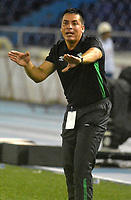 BARRANQUILLA - COLOMBIA - 21 - 05 - 2017: Hector Cardenas, técnico de Deportivo Cali  durante partido de la fecha 14 entre Atletico Junior y Deportivo Cali por la Liga Aguila II - 2017, jugado en el estadio Metropolitano Roberto Melendez de la ciudad de Barranquilla. / Hector Cardenas, coach of Deportivo Cali  during a match of the date 14th between Atletico Junior and Deportivo Cali for the Liga Aguila II - 2017 at the Metropolitano Roberto Melendez Stadium in Barranquilla city, Photo: VizzorImage  / Alfonso Cervantes / Cont.
