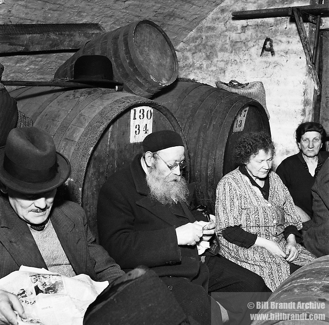 Jewish prayers in the Underground, 1940