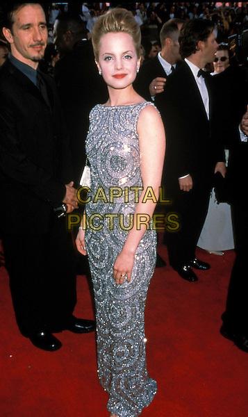 MENA SUVARI.Oscars 2000.long dress, sequinned, beaded, silver, grey, full length.sales@capitalpictures.com.www.capitalpictures.com.©Capital Pictures