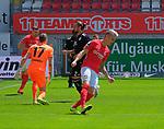 Fussball - 3.Bundesliga - Saison 2019/20<br /> Kaiserslautern -  Fritz-Walter-Stadion 20.6.2020<br /> 1. FC Kaiserslautern (fck) - KFC Uerdingen (uer)<br /> Jubel Florian PICK (1. FC Kaiserslautern) nach 1:0<br /> <br /> Foto © PIX-Sportfotos *** Foto ist honorarpflichtig! *** Auf Anfrage in hoeherer Qualitaet/Aufloesung. Belegexemplar erbeten. Veroeffentlichung ausschliesslich fuer journalistisch-publizistische Zwecke. For editorial use only. DFL regulations prohibit any use of photographs as image sequences and/or quasi-video.