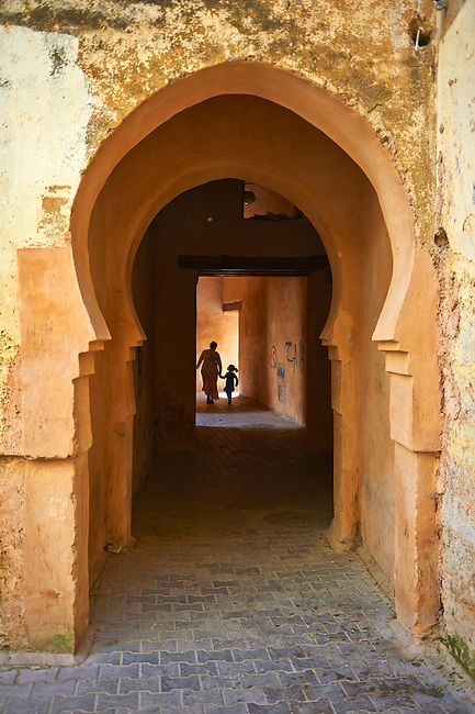 Moorish Arabesque arches and undergrround walkways of the Medina. A UNESCO World Heritage Site .Meknes, Meknes-Tafilalet, Morocco.