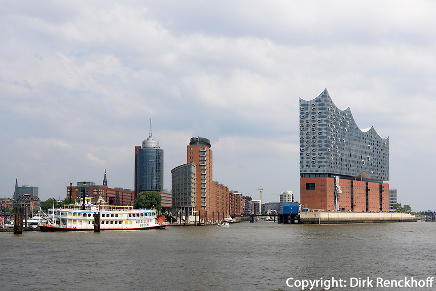 Kehrwiederspitze und Elbphilharmonie in der Hafencity, Hamburg, Deutschland<br /> Kehrwiederspitze and Elbphilharmonie in Hafencity, Hamburg, Germany