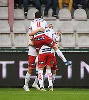 KV KORTRIJK - WAASLAND BEVEREN :<br /> Felipe Avenatti heeft net zijn tweede goal van de avond tegen de netten gelegd en viert met de ploegmaats<br /> <br /> Foto VDB / Bart Vandenbroucke