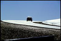 Auto in Patagonien auf der Strasse nach Rio Gallegos.<br /> Car in Patagonia on the street to Rio Gallegos.<br /> 26.10.2000, Valle el Santa Cruz.<br /> Copyright: Christian-Ditsch.de<br /> [Inhaltsveraendernde Manipulation des Fotos nur nach ausdruecklicher Genehmigung des Fotografen. Vereinbarungen ueber Abtretung von Persoenlichkeitsrechten/Model Release der abgebildeten Person/Personen liegen nicht vor. NO MODEL RELEASE! Nur fuer Redaktionelle Zwecke. Don't publish without copyright Christian-Ditsch.de, Veroeffentlichung nur mit Fotografennennung, sowie gegen Honorar, MwSt. und Beleg. Konto: I N G - D i B a, IBAN DE58500105175400192269, BIC INGDDEFFXXX, Kontakt: post@christian-ditsch.de<br /> Urhebervermerk wird gemaess Paragraph 13 UHG verlangt.]