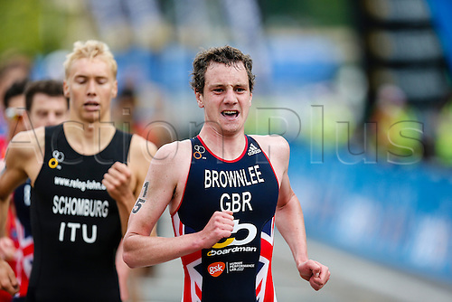 31.05.2014.  London, England.  Alistair BROWNLEE (GBR, 15) leads the field during the first lap of the run leg of the ITU World Triathlon Elite Men's race being held in Hyde Park.