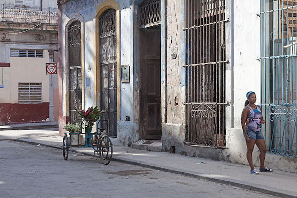 Flowers and woman on the street, Centro Habana