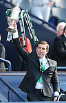 Hibernian's Alan Stubbs celebrates with the William Hill Scottish Cup Final after the match at Hampden Park Stadium.  Photo credit should read: Lynne Cameron/Sportimage