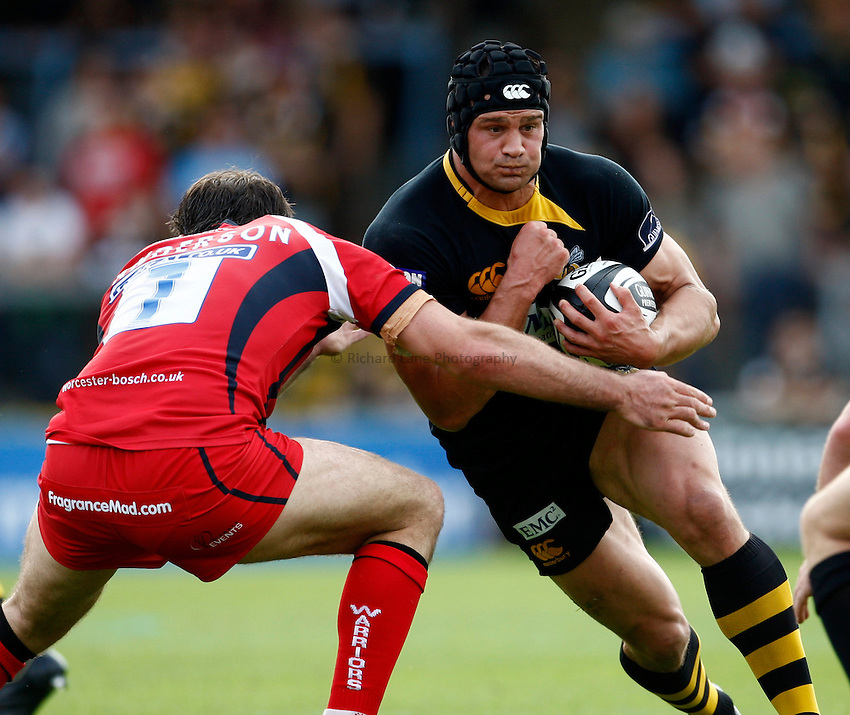 Photo: Richard Lane/Richard Lane Photography.London Wasps v Worcester Warriors. Guinness Premiership. 20/09/2009. Wasps' Dan Ward-Smith attacks.