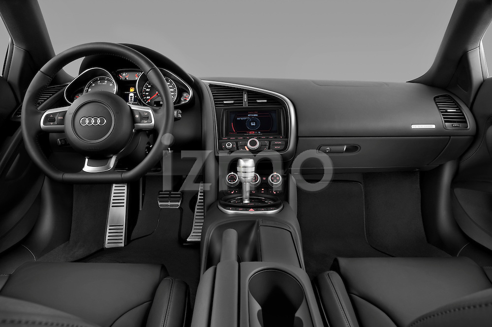Straight dashboard view of a 2008 - 2012 Audi R8 V8 FSI Coupe.