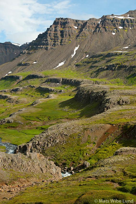 Á leið niður í Fjarðardalur, Mjóifjörður. Fjallið Eggjar. Fjarðabyggð áður Mjóafjarðarhreppur /   Decending into Fjardardalur valley and  Mjoifjordur. Mount Eggjar. Fjardabyggd former Mjoafjardarhreppur