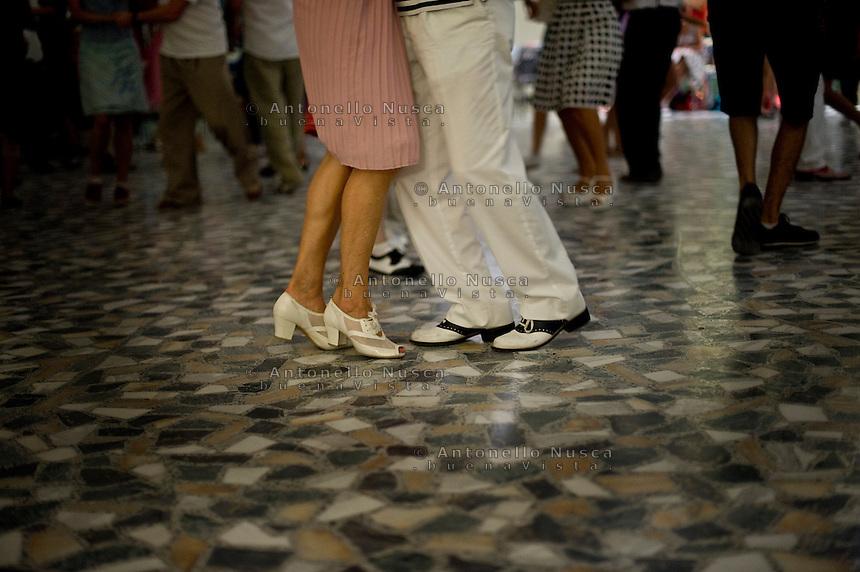 Senigallia, Agosto 2013. Ballerini di Rock 'n Roll ballano nella Rotonda di Senigallia durante il Festival Summer Jamboree.