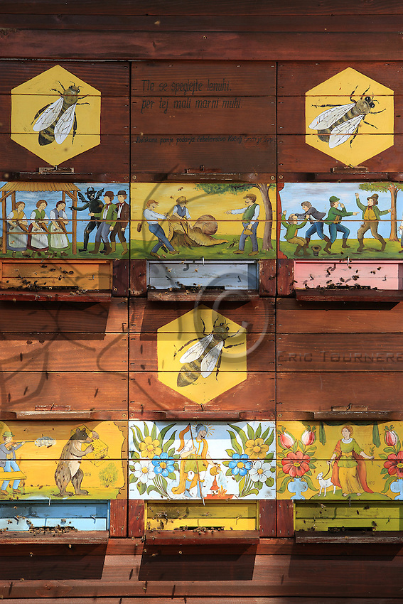 Slovenia, Brdo pri Lukovici. The national association's beekeeping training center owns several traditional apiaries.///Slovénie, Brdo pri Lukovici, le centre de formation apicole de l'association national possède plusieurs ruchers traditionnels.