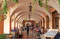 Italy, Lombardia, Bellagio: lakeside restaurant | Italien, Lombardei, Bellagio: Restaurant direkt beim Schiffsanleger