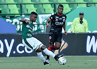 PALMIRA - COLOMBIA, 31-03-2019: Darwin Andrade del Cali disputa el balón con  del Cucuta durante partido por la fecha 12 de la Liga Águila I 2019 entre Deportivo Cali y Cúcuta Deportivo jugado en el estadio Deportivo Cali de la ciudad de Palmira. / Darwin Andrade of Cali vies for the ball with  of Cucuta during match for the date 12 as part Aguila League I 2019 between Deportivo Cali and Cucuta Deportivo played at Deportivo Cali stadium in Palmira city.  Photo: VizzorImage / Gabriel Aponte / Staff