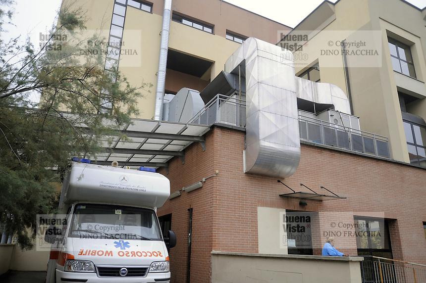 Milano, presso l'ospedale Sacco, una delle eccellenze italiane per la ricerca sulle malattie infettive e la loro cura, si approntano misure di sicurezza per prevenire il contagio dal virus Ebola. Il reparto ricovero con la speciale ambulanza per il trasporto di malati contagiosi - Milano, presso l'ospedale Sacco, una delle eccellenze italiane per la ricerca sulle malattie infettive e la loro cura, sono in allestimento misure di sicurezza per prevenire il contagio dal virus Ebola.  L'ambulanza attrezzata con la speciale barella per malati contagiosi.<br /> <br /> - Milan, at the hospital Sacco, Italian excellence for research on infectious diseases and their care, are in progress safety measures to prevent infection by the Ebola virus. The ambulance equipped with the special stretcher for contagious patients