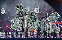"""MEDELLÍN - COLOMBIA, 26-12-2012. Paloma será el personaje central del alumbrado de Medellín, que lleva por nombre """"Los valores iluminan la Navidad"""". En el 2014, el alumbrado navideño de Medellín se podrá visitar todos los días, entre las 6:00 p.m. y la 1:00 a.m., hasta el 12 de enero de 2015. Este año se usarán 30 millones de bombillas led, 800 kilómetros de manguera luminosa con tecnología led, 11 toneladas de papel metalizado de diferentes colores y 170 toneladas de hierro entre otras materiales./ Paloma is the central character of lighting Medellín, which is called """"Values illuminated Christmas"""". In 2014, the Christmas lights of Medellín will be open every day between 6:00 pm and 1:00 am, until January 12, 2015. This year 30 million LED bulbs are used, 800 kilometers hose bright lED technology, 11 tons of foil in different colors and 170 tons of iron and other materials.. Photo: VizzorImage/Luis Rios/STR"""