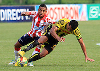 BUCARAMANGA -COLOMBIA-27-02-2014.  Camilo Ayala de Alianza Petrolera disputa el balon contra Vladimir Hernandez del Atletico Junior  partido por la octava  fecha de la Liga Postob—n 2014-1 realizado en el estadio Alvaro Gomez Hurtado./  Camilo Ayala of Alianza Petrolera dispute the balloon against Atletico Junior Vladimir Hernandez game for the eighth round of the League held in 2014-1 Postob—n Alvaro Gomez Hurtado Stadium.  Photo:VizzorImage / Duncan Bustamante / Stringer