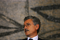 Italian Foreign Minister Massimo D'Alema speaks during a press conference with Palestinian President Mahmoud Abbas, also known as Abu Mazen, at the end of their meeting at the Farnesina Foreign Ministry, in Rome, Italy, on Thursday, July 27, 2006,.Massimo D'Alema ha deciso di seguire l'esempio di Veltroni nel non ricandidarsi alle prossime elezioni.