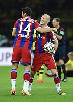 FUSSBALL  DFB POKAL FINALE  SAISON 2013/2014 Borussia Dortmund - FC Bayern Muenchen     17.05.2014 JUBEL FC Bayern Muenchen; Arjen Robben (re) umarmt von Claudio Pizarro