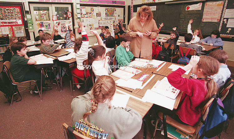 TORRINGTON, CT 11/16/98--1116TK06.tif  A Southwest School crowded fourth grade class room with  Ms. Valerie Vitolo instructing.--TOM KABELKA staff photo for Dave Smith story  (Filed in Scans/Scan-In)