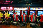 Máquinas de jogos eletrônicos. Londres. Inglaterra. 2008. Foto de Juca Martins.