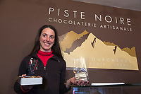 Europe/France/Rhone-Alpes/73/Savoie/Courchevel: Florencia Malbran , chocolaterie artisanale: La Piste Noire [Non destiné à un usage publicitaire - Not intended for an advertising use]