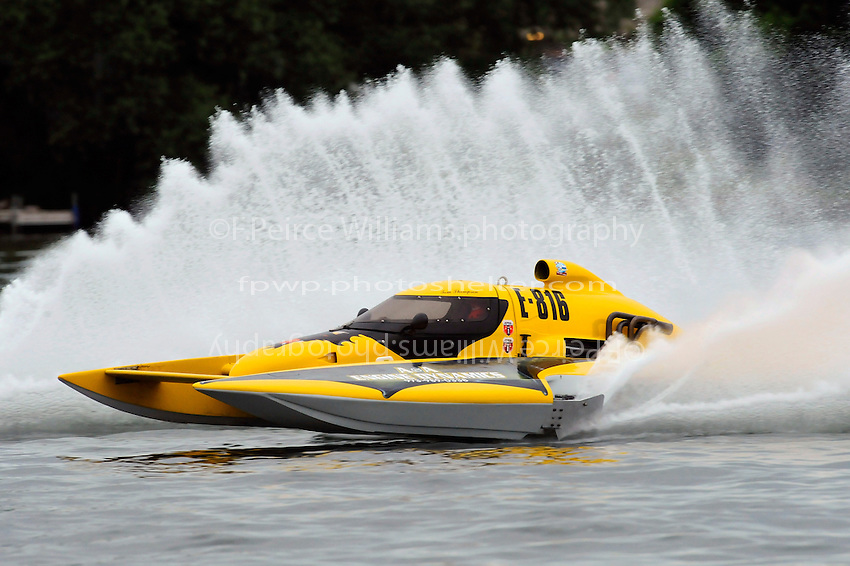"13-14 June, 2009, APBA Inboards, Walled Lake, Novi, MI. USA.Tom Thompson, E-816 ""Batt Boat"", 5 Litre hydroplane.©F. Peirce Williams 2009 USA.F.Peirce Williams.photography.ref: RAW (.NEF) File Available"