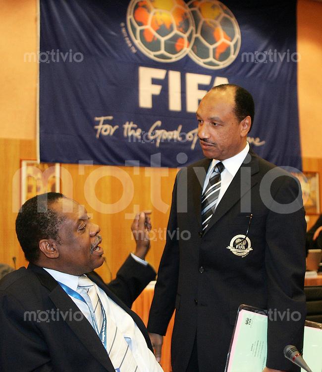 Fussball International 55. FIFA Kongress Sitzung des FIFA Exekutivkomitte Executiv Mitglieder Mohammed Bin Hammam (Katar,re) und Issa Hayatou (Kamerun)